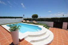 Villa with 4 bedrooms at 1000 m from the beach