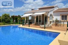 Villa with 3 rooms at 4.5 km from the beach