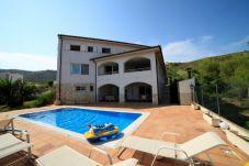 Villa with swimming pool in Urbanización las fuentes area