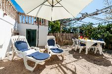 Apartment with 2 bedrooms at 75 m from the beach