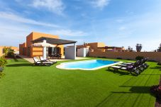 Villa in Caleta de Fuste at 1500 m from the beach