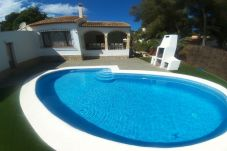 Villa with 5 bedrooms at 2000 m from the beach